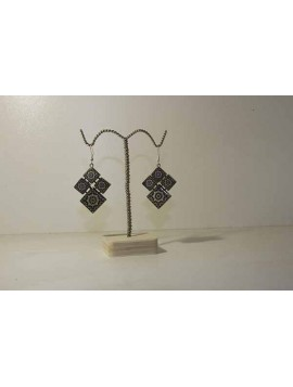 earrings with pattern of tile
