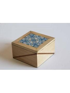 caixa com padrão de azulejo portugês